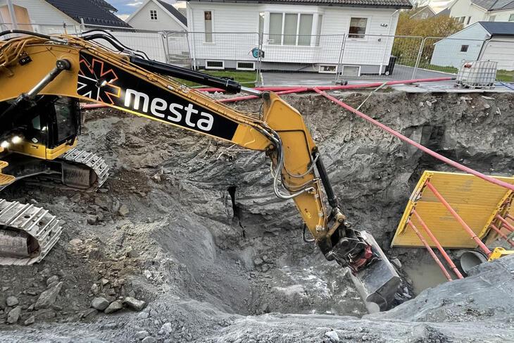 Det skiftes vann- og avløpsledninger i Hernesveien. Foto: Mesta